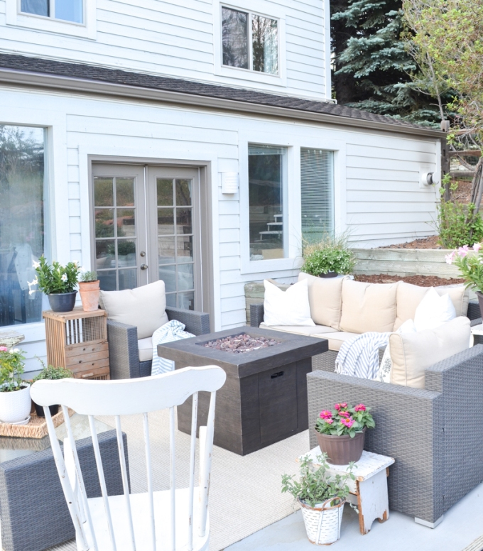 Cozy-Outdoor-Summer-Patio-8